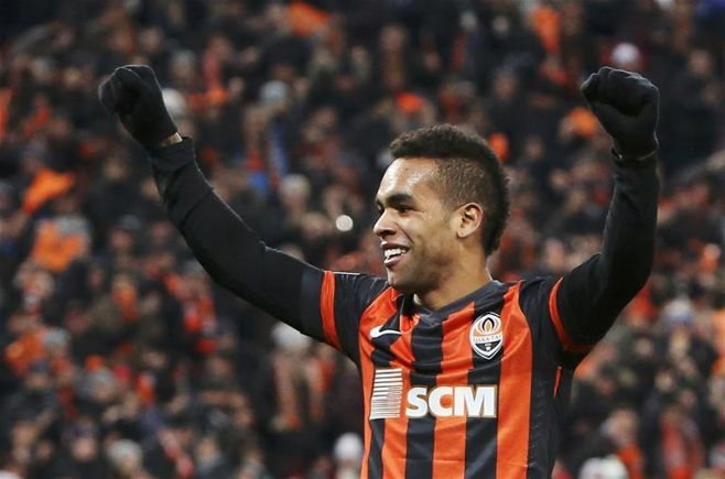 Chelsea offer £30m for Shakhtar Donetsk forward Alex Teixeira