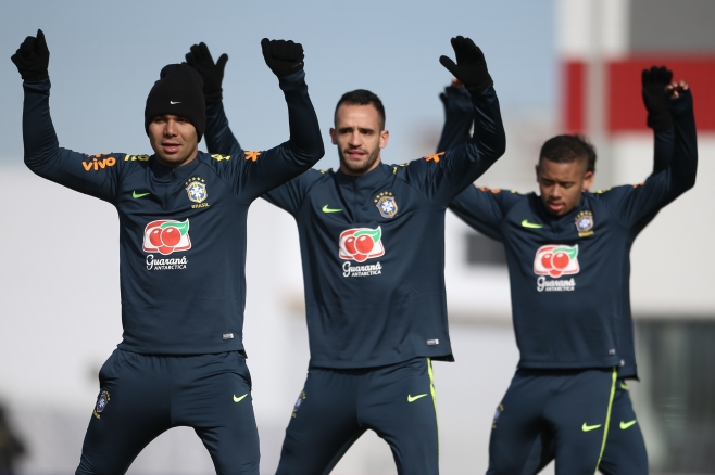 Neymar is irreplaceable, says Brazil coach