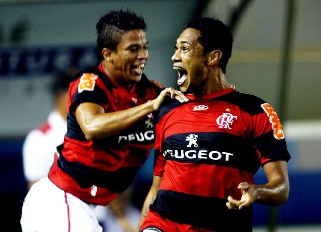 flamengo and corinthians the most popular soccer teams in brazil Flamengo is the most popular team in brazil, with over 391 million supporters as of 2010, and was voted by fifa as one of the most successful football clubs of the 20th century.