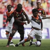 Shakhtar Donetsk's Luiz Adriano (R) fights for the ball with Flamengo's Samir during their Granada Cup match at Estádio Nacional de Brasília Mané Garrincha on 18th January, 2015