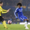 Willian (right)