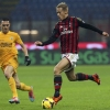Milan's Keisuke Honda (R) challenges Hellas Verona's Rômulo during their Serie A match at San Siro on 19th January, 2014