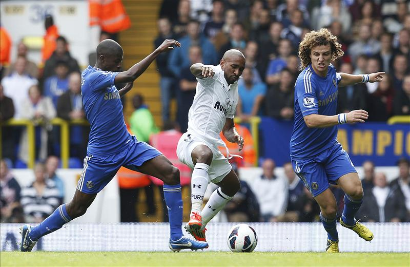 Ramires and David Luiz challenge Defoe